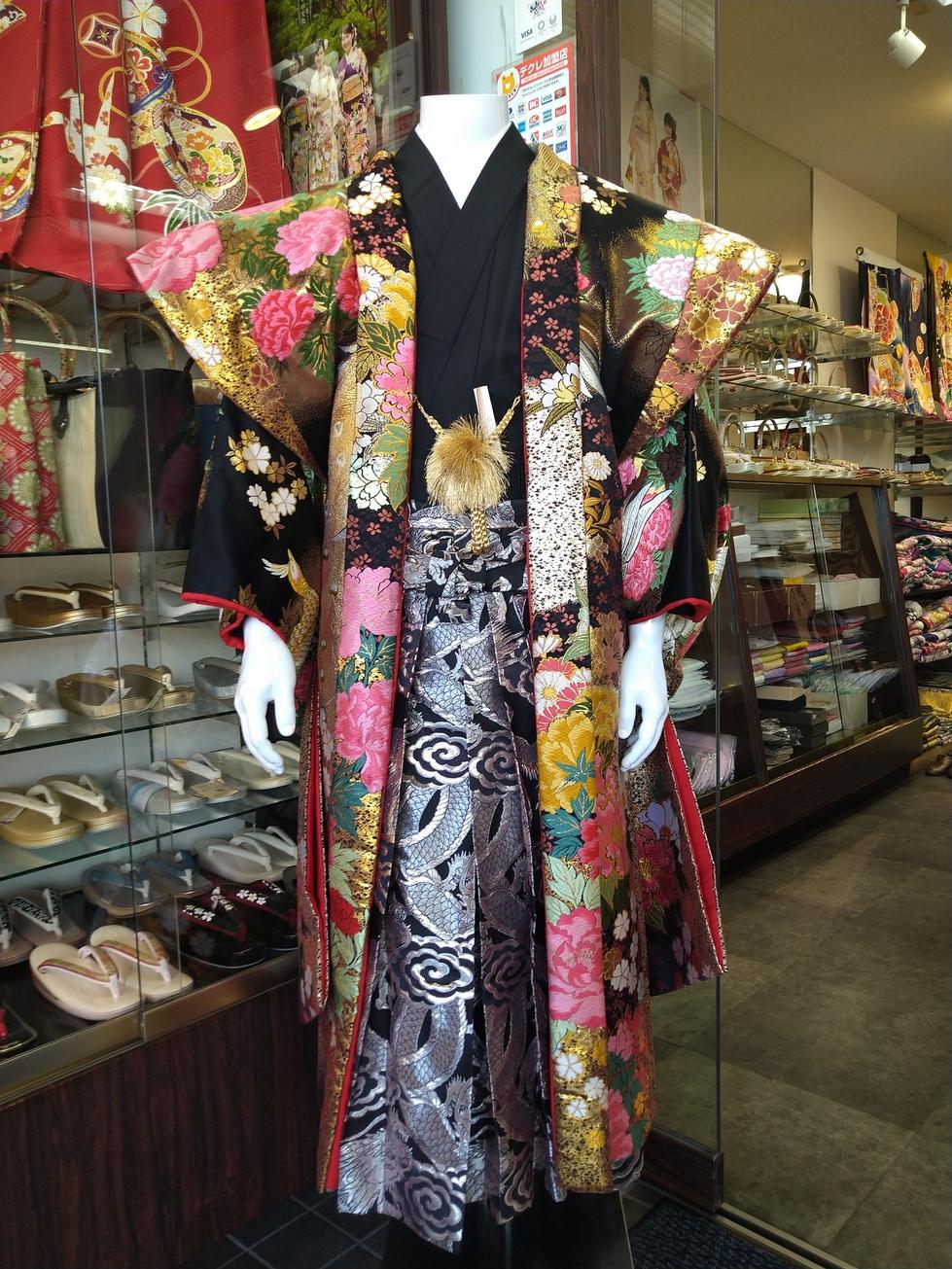 男性羽織袴【668】バサラ(黒金孔雀に薔薇)